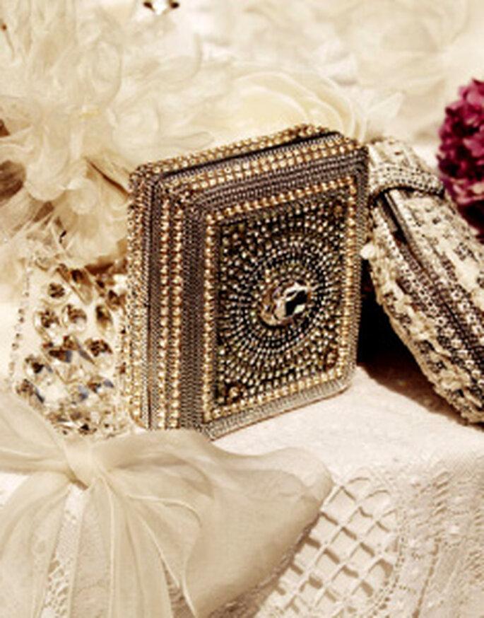 Acessórios Pronovias – Clutch decorada com jóias