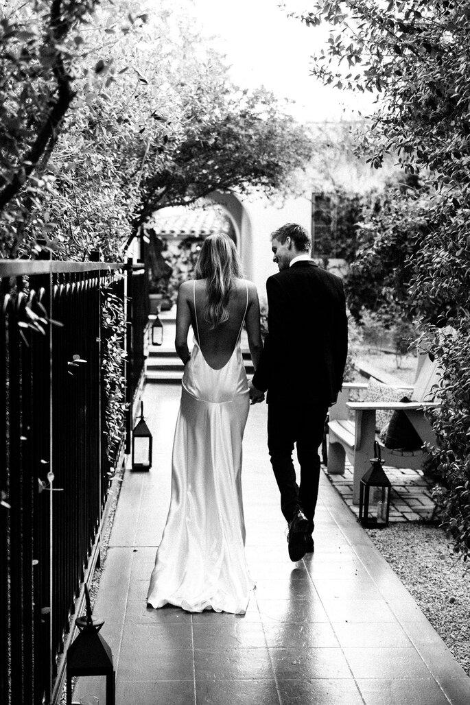 Brautpaar laufend