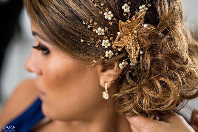 Accesorio dorado para el pelo