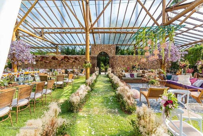 Decoração e flores: Renata Paraiso - Design de Eventos Integrados à Natureza - Foto: Sérgio Ronaldo Fotografias