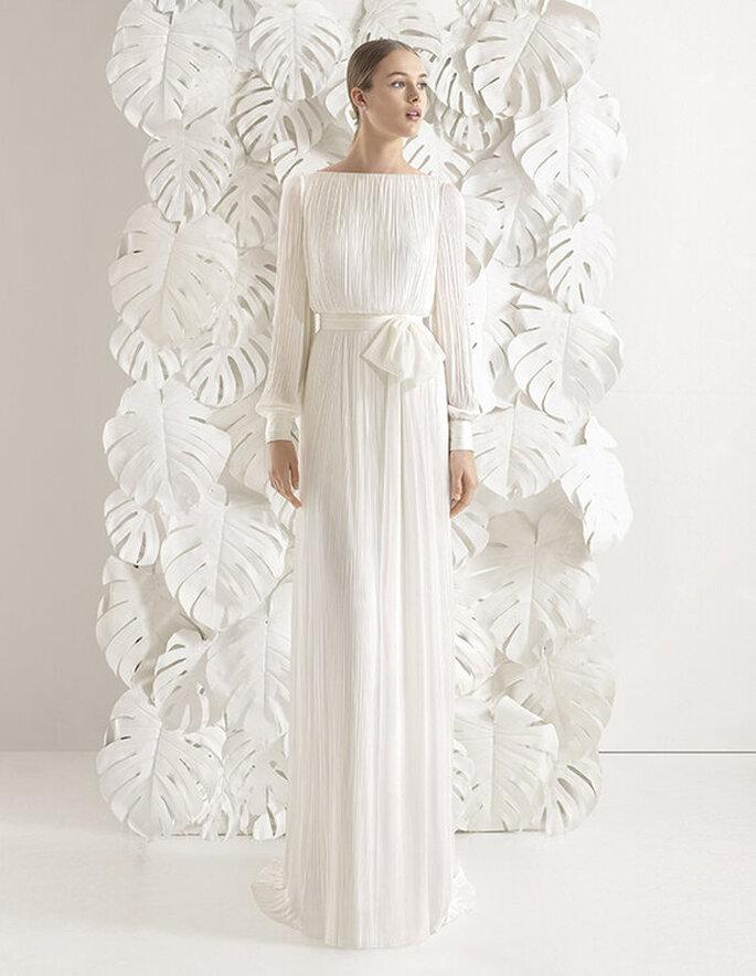 Vestido de noiva para casamento civil fluido e plissado com laço no cinto