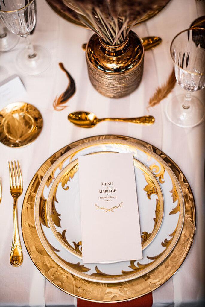 Décoration dorée de table de mariage
