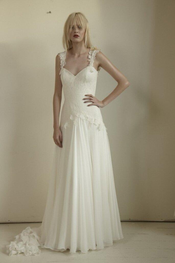 Vestido de novia sencillo con tirantes - Foto Mariana Hardwick 2013