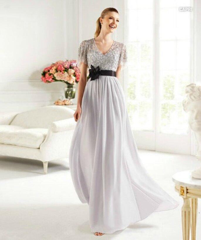 Elegantissimo questo abito taglio impero color argento con cintura nera in vita. Pronovias Fiesta Collezione 2013