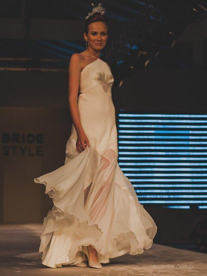 Vestido de noiva cheio de charme da Bibi Barcellos no Bride Style 2013. Foto: Dri Castro