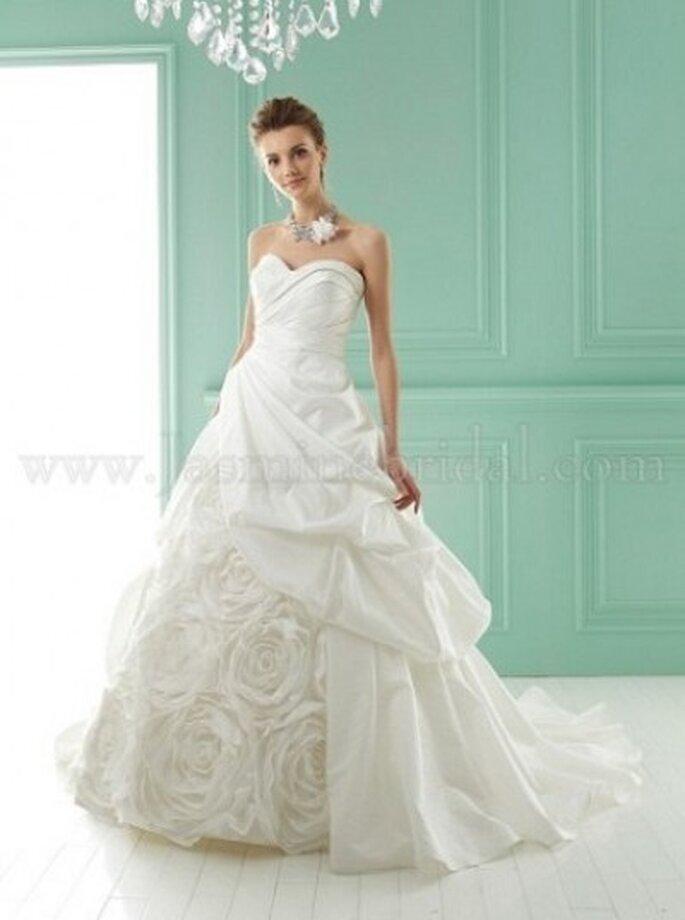detailverliebtes Brautkleid von Jasmine Bridal Modell F141001 www.jasminebridal.com