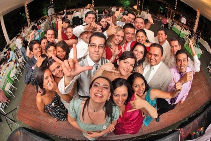 Haz que tus invitados pasen un momento genial en tu boda - Foto Santi Martínez