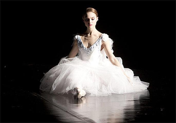 El vestido de novia corrió a cargo de Rodarte, quienes también diseñaron el vestuario de 'Cisne Negro'. Foto: Rodarte