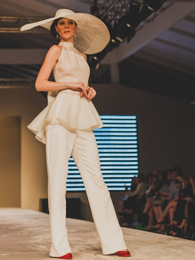 A proposta da Bibi Barcellos para a noiva que quer levar calças para seu casamento. Foto: Dri Castro