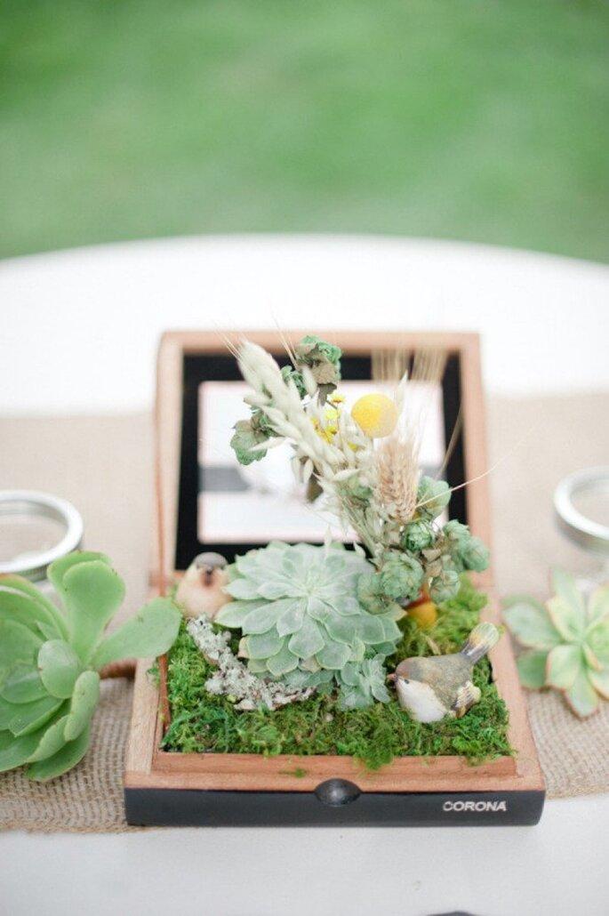 Kleine Gewächshäuser als Hochzeitsdeko - Foto Jenna Marie Photography