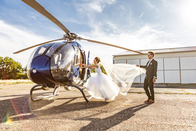 Robe de mariée avec un voile