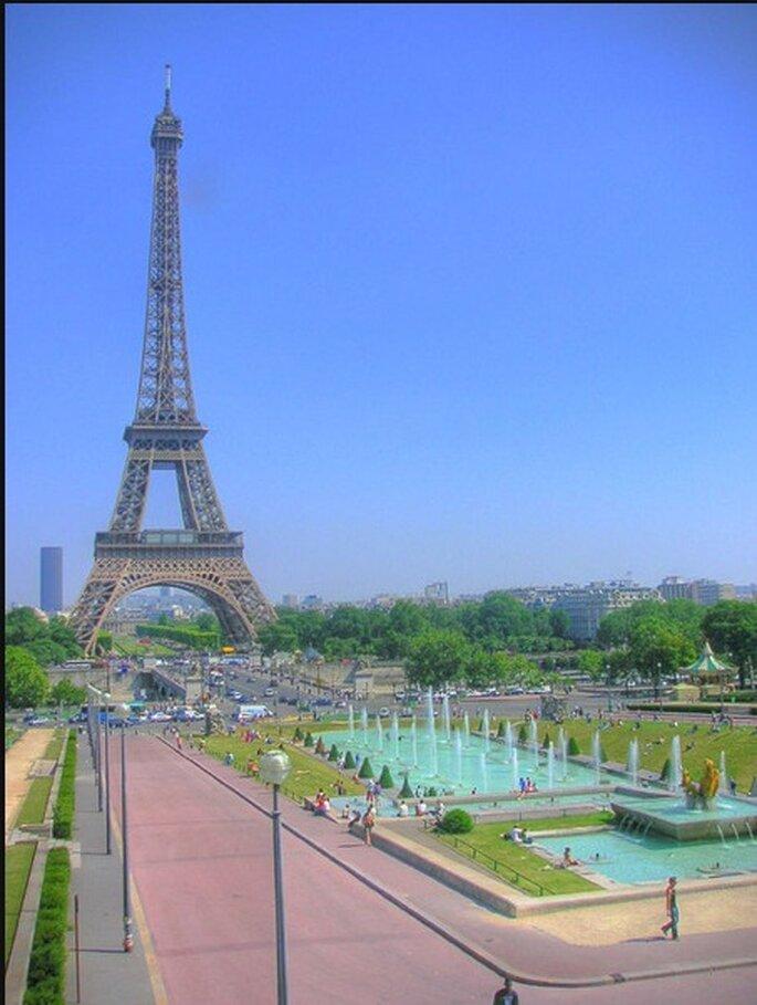 Romatisch: Ein Kuss auf dem Pariser Eifelturm – Foto: Flickr/dearbarbie