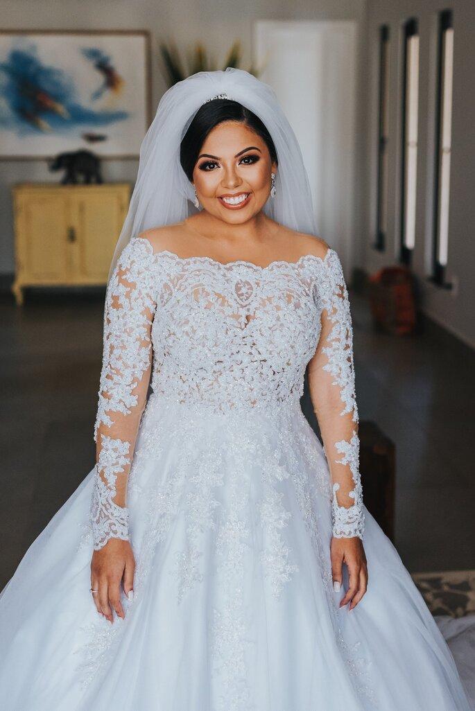 Vestido e acessório de cabelo da de noiva: Atelier Fernando Peixoto - Foto: Matheus Brito Wedding & Lifestyle