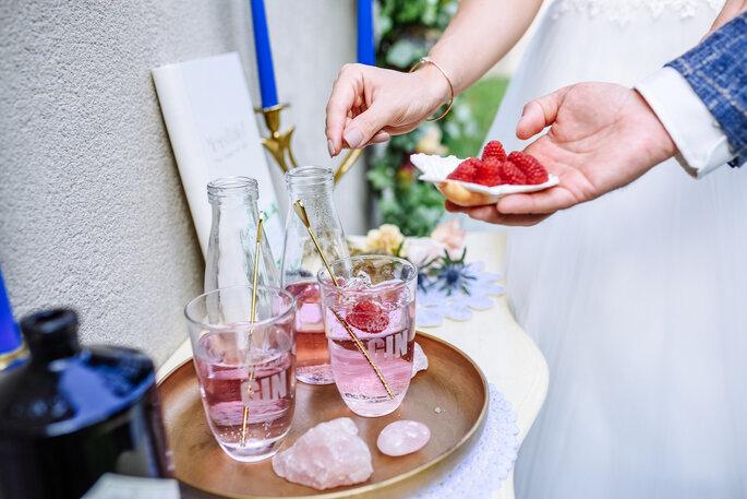 Gin-Ritual bei der Trauzeremonie.