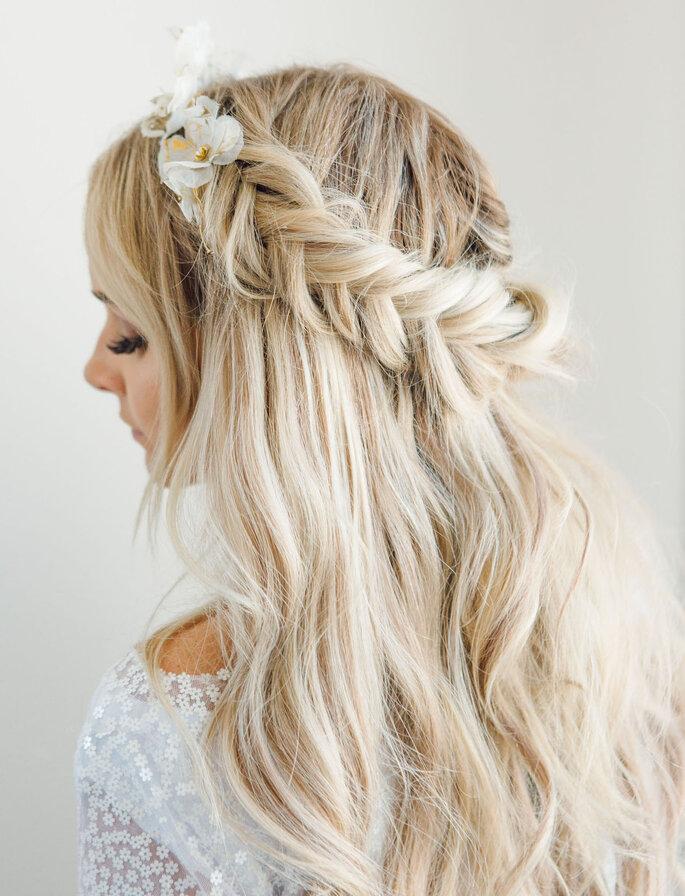 Peinado de novia con trenza en forma de corona