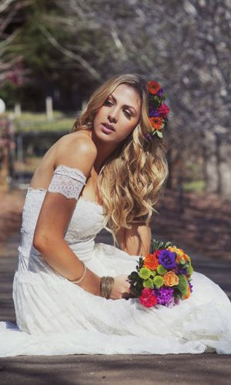 Bunt gemischte Brautsträuße als Frühlingsboten –  Foto: josee