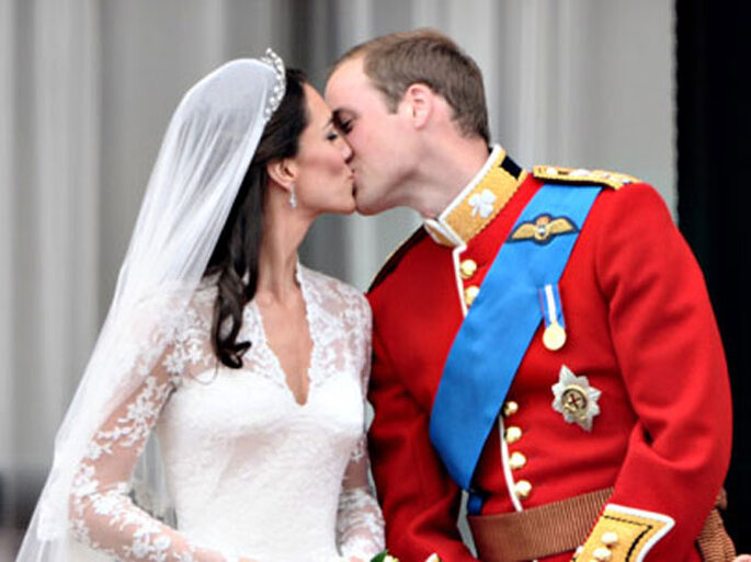 beso oficial Kate y William