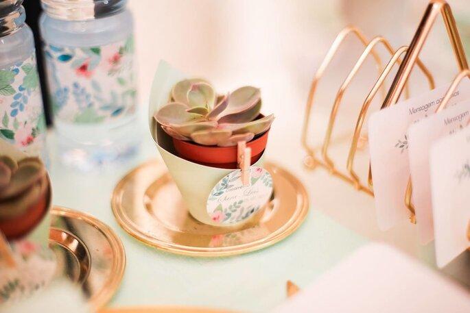 lembrança de casamento suculenta num vasinho