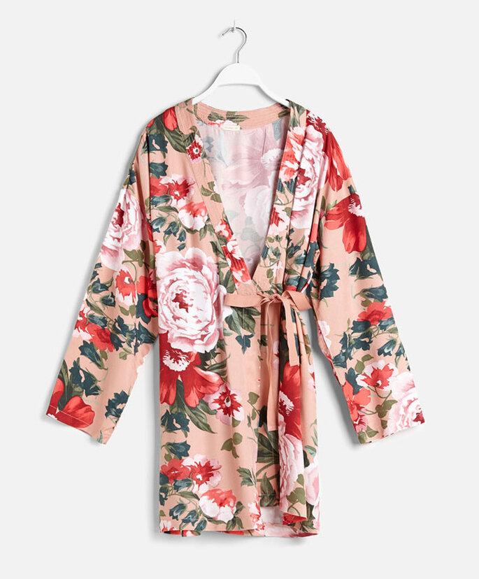 Kimono de Oysho con estampado de flores
