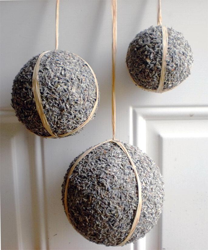 Foto: NaturDesign http://naturdesign.etsy.com (http://www.etsy.com/listing/95824548/lavender-covered-pomander-balls)