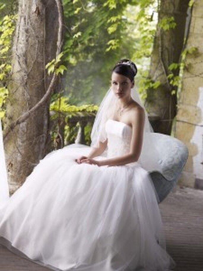 LILLY 2010 3098 - Schulterfreies Prinzessinnenkleid mit voluminösem Tüllrock und Miedergürtel