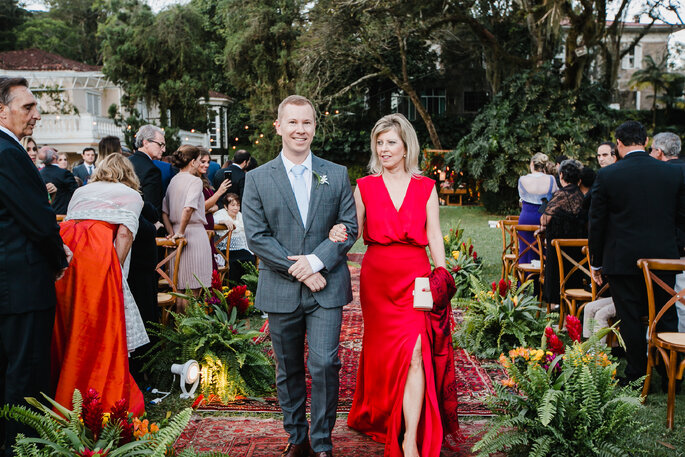 Traje do noivo para casamento ao ar livre