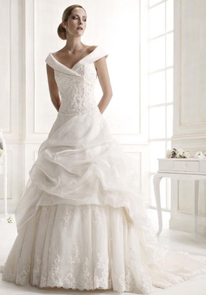 Brautkleid mit Carmen Träger - Modell 62396 von Colet by Nicole Spose