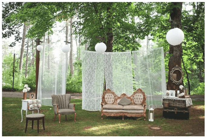 Vintage decor for your wedding - Photo: Acres of Hope Photography