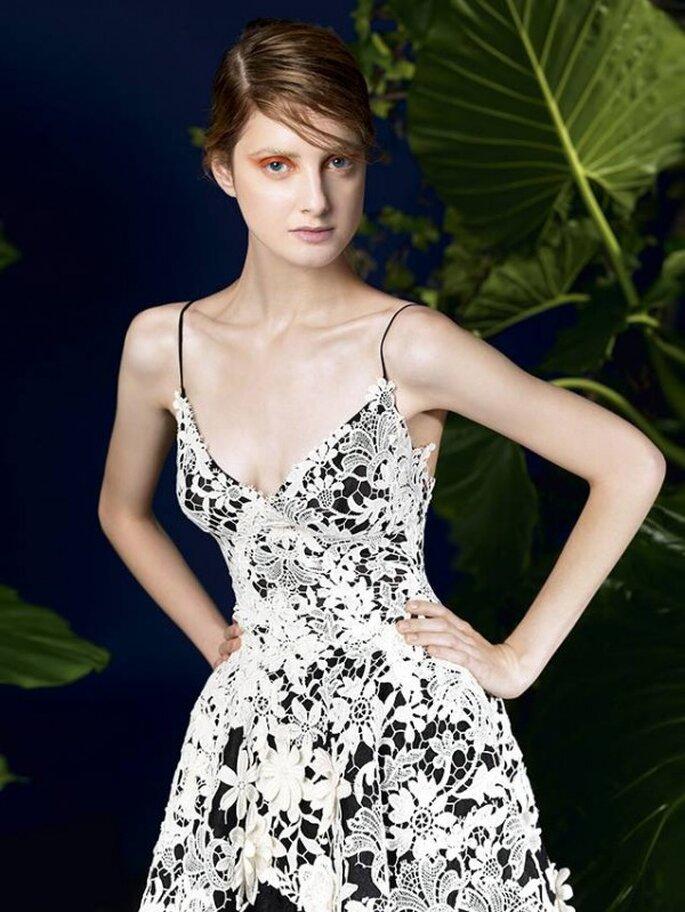 Vestido de fiesta 2014 en color negro con encaje color blanco y escote pronunciado - Foto YolanCris
