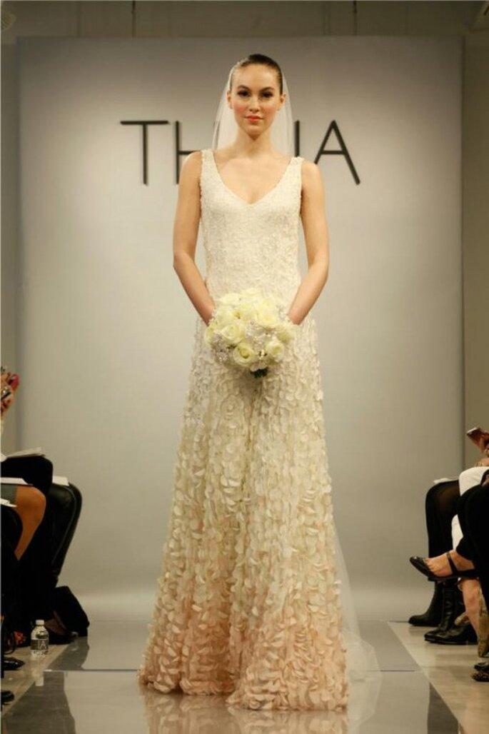 Elegante vestido de novia con degradado ombré en la falda - Foto THEIA Facebook