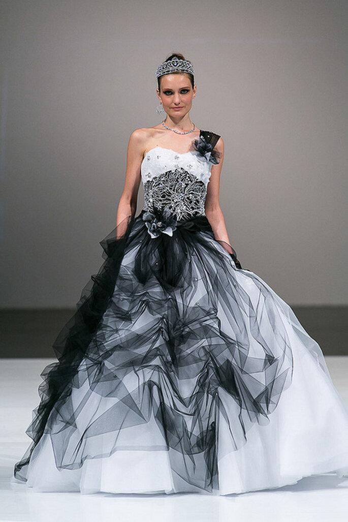 Dramático vestido de novia blanco y negro de Toi Spose 2014