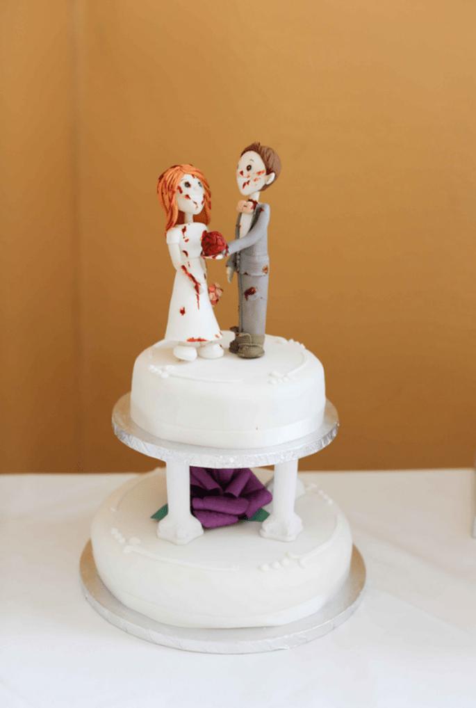 Pastel de bodas con muñequitos estilo zombie - Foto Haywood Jones pHOTOGRAPHY