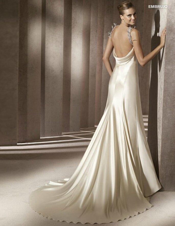 Vestido de novia con un escote seductor en la espalda. Pronovias 2012