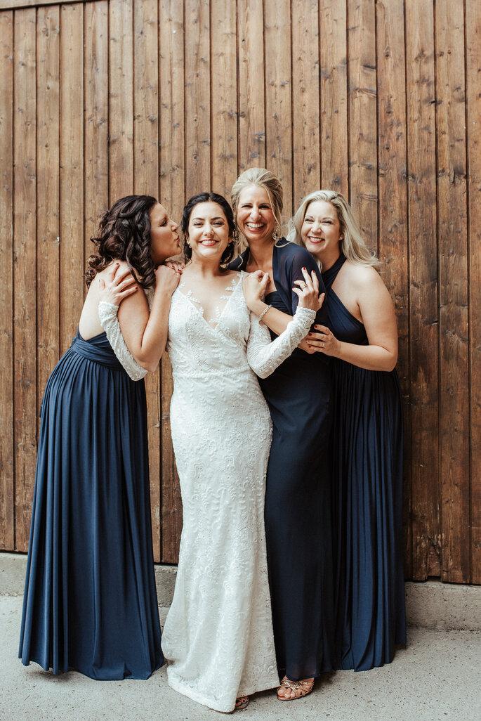 Aline und ihre Brautjungfern. Foto: Helen von Saurma Photography