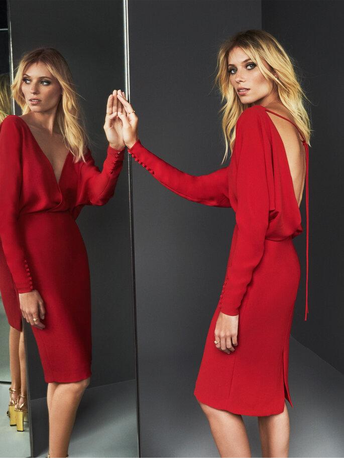 Vestido de fiesta rojo largo midi con escote en la espalda