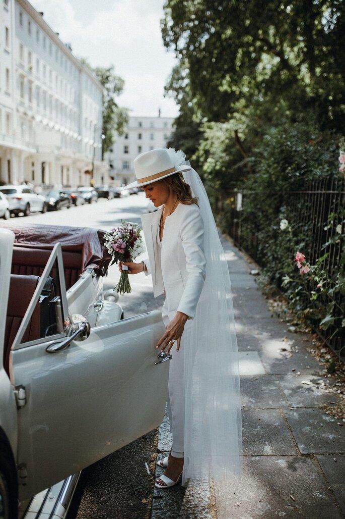 Braut im urbanen Hugo Boss Outfit