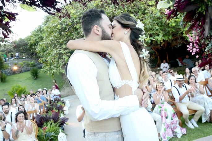 casamento beijo noivos