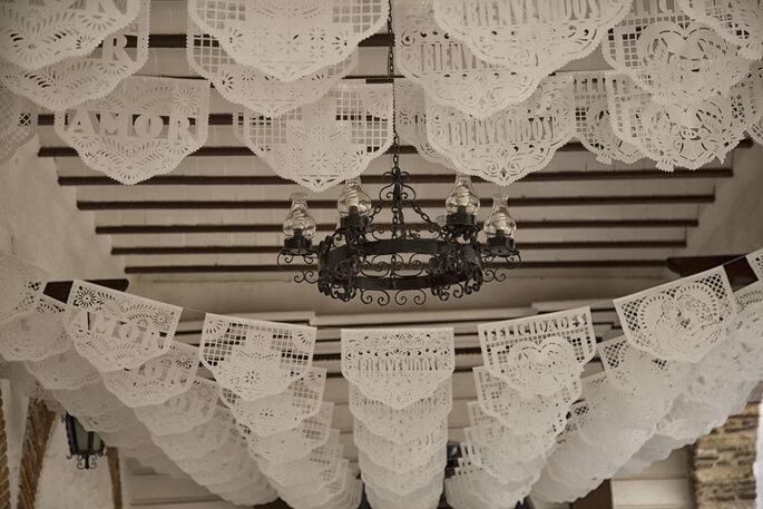 papel picado para decorar boda en color blanco