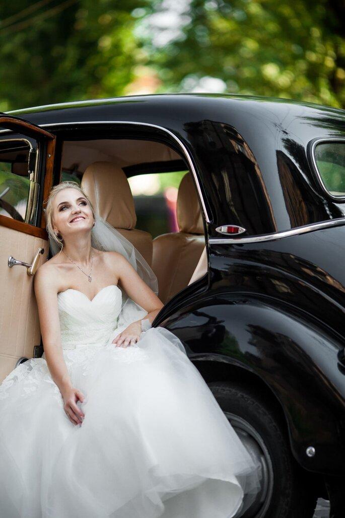 Braut in Oldtimer von Fondation Renaud