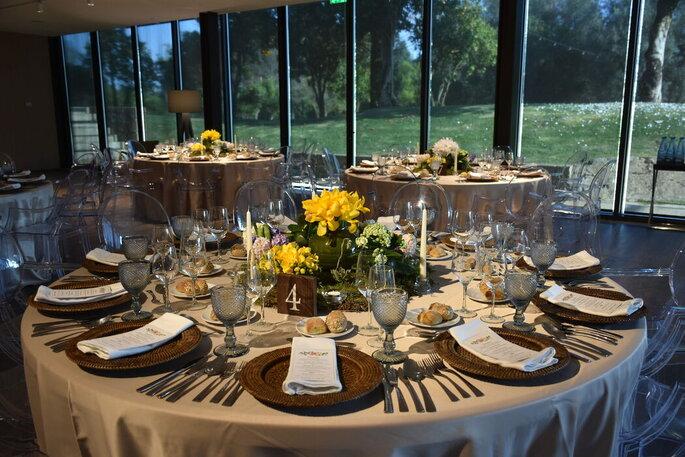 Mesas redondas no banquete