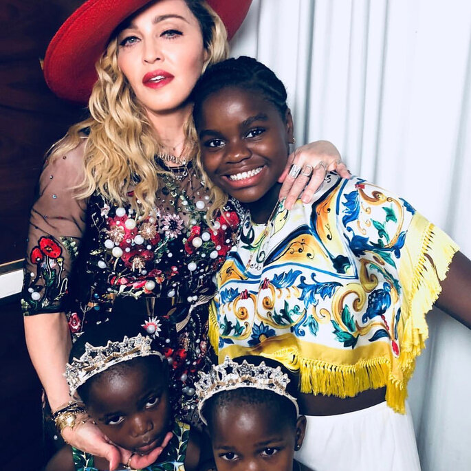 Madonna e suas filhas no casamento de Michelle Alves e Guy Oseary