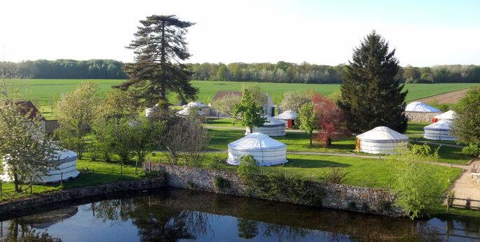 Les yourtes du Nomade Lodge pouvant loger vos invités pour la nuit après votre soirée de mariage, en plein coeur de la nature.