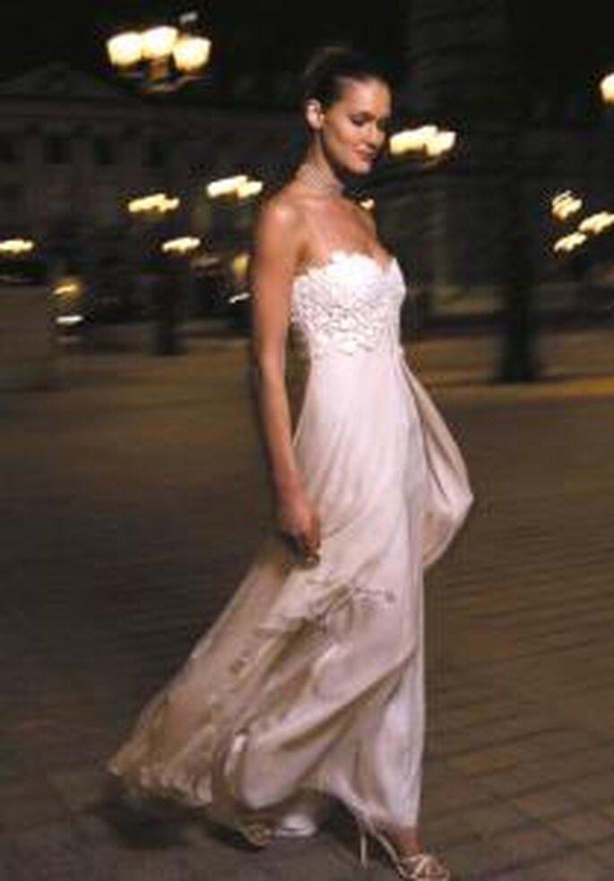 Cymbeline 2009 - Cassama, vestido largo en seda, corte imperio con detalles florales en el busto