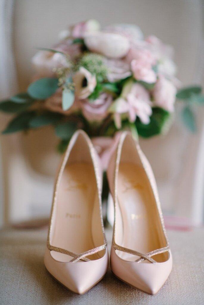 Zapatos de novia en lindos colores - Milton Photography