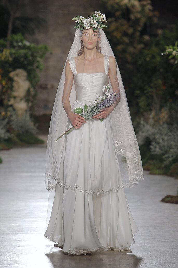 Vestido de novia escote cuadrado con tirantes