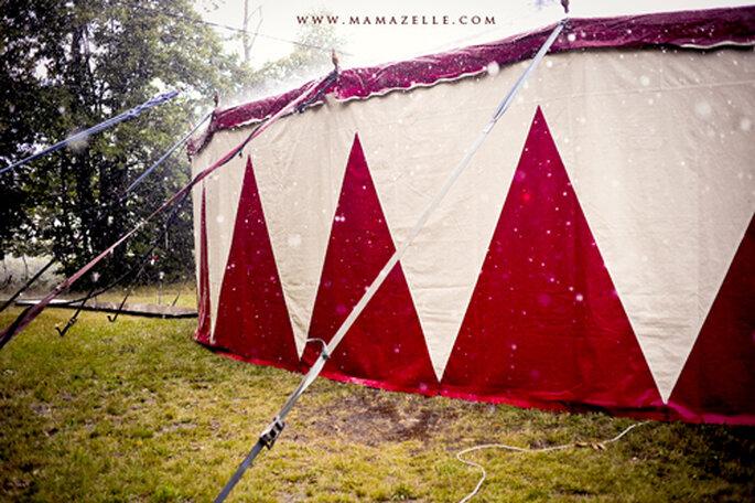Als Festlocation diente ein Zirkuszelt. - Foto: www.mamazelle.com