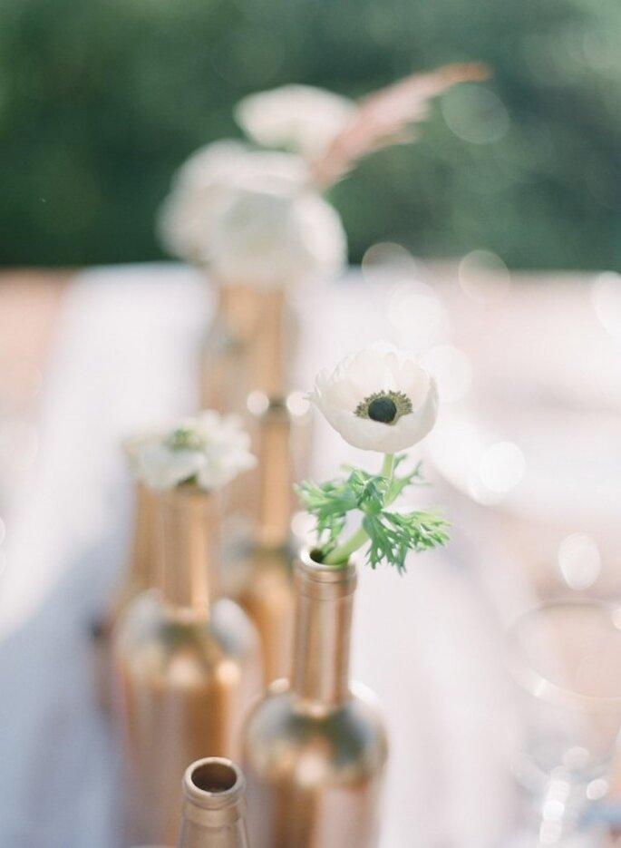 Decoración de boda con botellas avejentadas - Foto Jessica Lorren Organic Photography