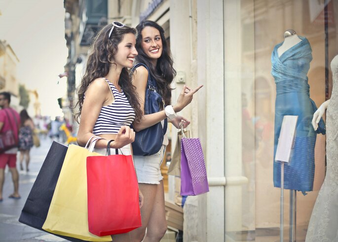Planes de despedida de soltera: tarde de compras