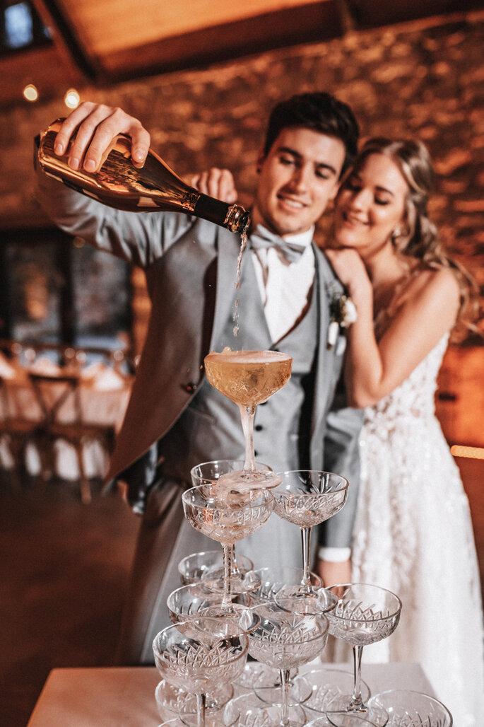 Intime Hochzeit, Eleganz trifft auf rustikalen Flair Champagner Turm