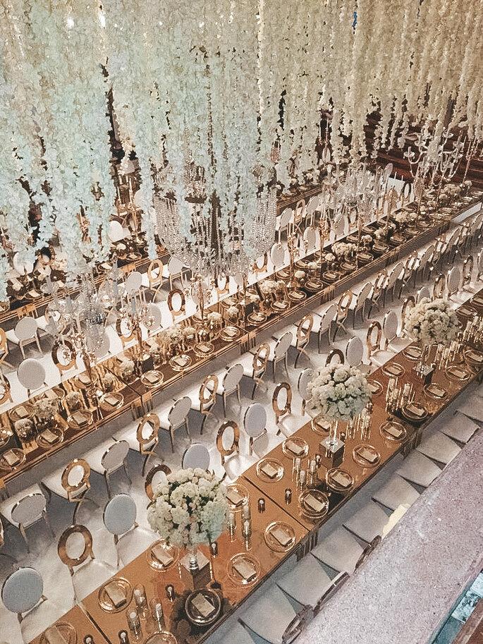 Vanessa Pérez Design Sillas doradas mesas largas